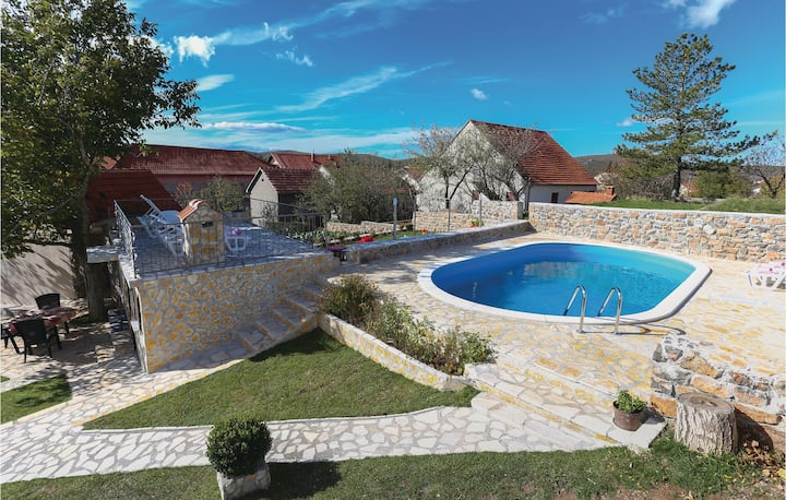 Awesome home in Tijarica with WiFi and 3 Bedrooms