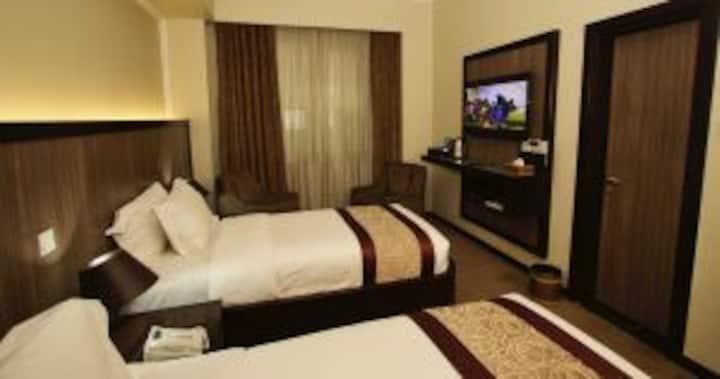 Nice atmosphereWi-Fi ,Gym and pool, super rooms