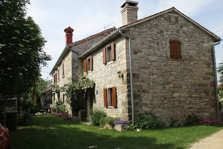 Cozy Istrian house with garden - Zrenj - Hus