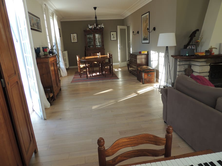 saint cyr sur loire buddhist singles - entire home/apt for $95 families, friends or couples can relax and retreat in this comfortable single storey house in the french countryside with a large garden.