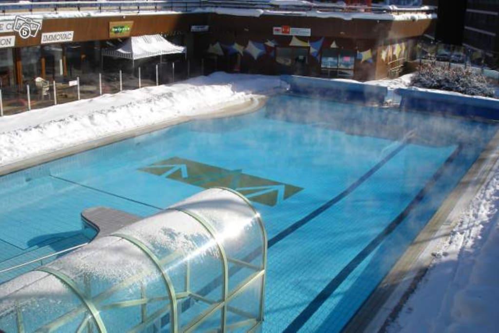 Piscine de la station Spa Jaccuzi et eau a 29 degres