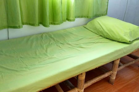 Backpackers Rm BedC Budget Friendly - Lucban