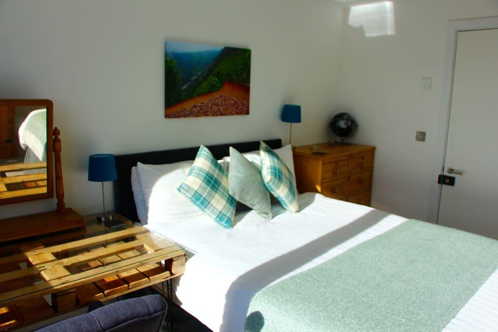 Large king size super comfy bedroom