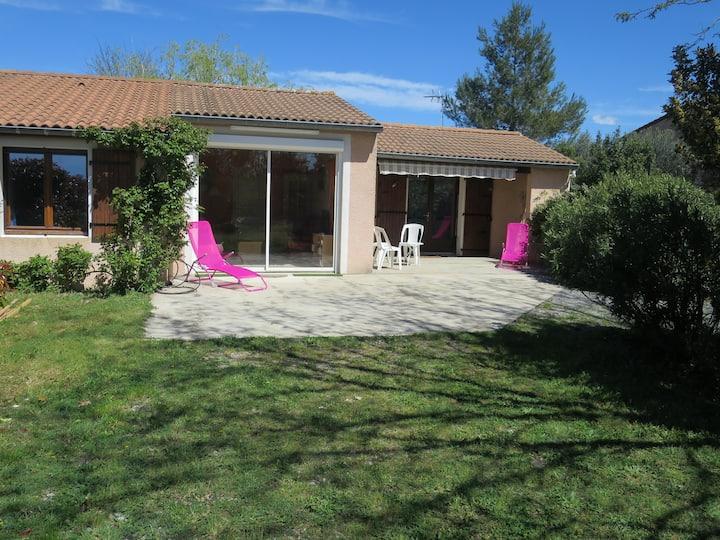 Ardèche sud.Maison indépendante. Grand jardin clôt