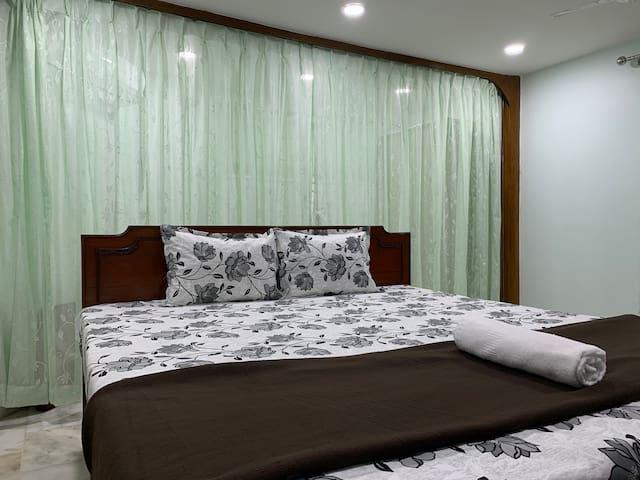 Studio apartment at Central Kolkata, 5 min Park St
