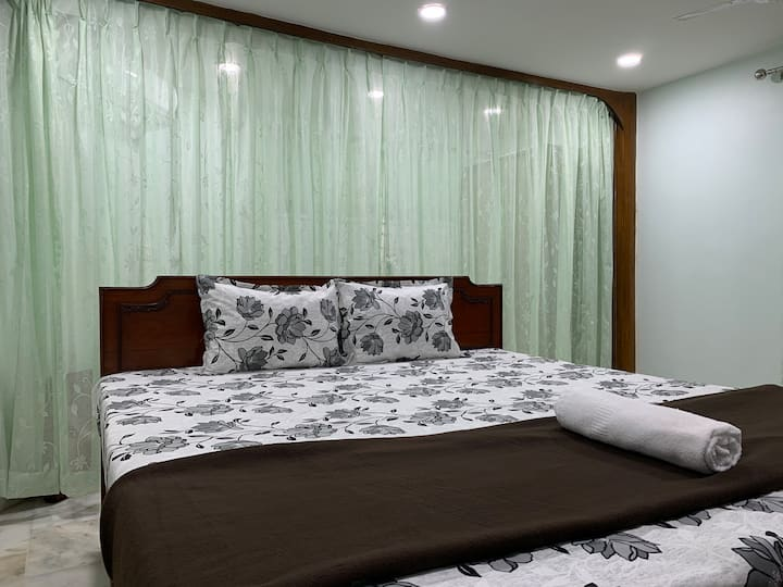 Studio apartment at Central Kolkata, 5 min Park St