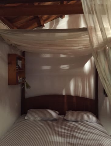 The Queen-size Canopy Bed (2)