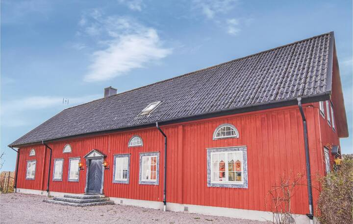 Amazing home in Tidaholm with Sauna, WiFi and 5 Bedrooms