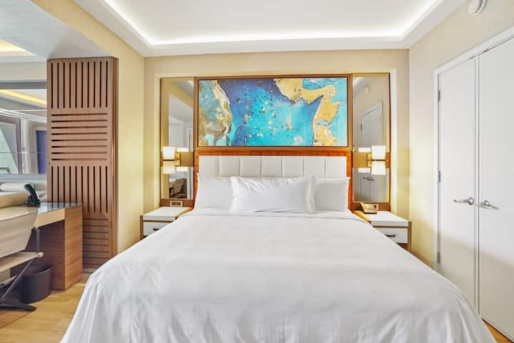 The Ocean Resort 709 | Deluxe Partial Ocean View King Studio