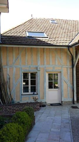 Studio indépendant avec entrée privée et jardin. - La Chapelle-Saint-Luc - Casa