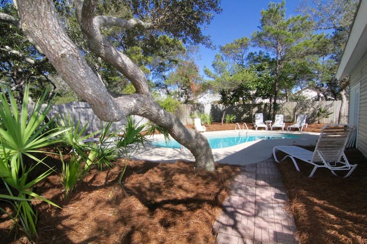Beach House 4B/3B Private Pool Golf Cart Available