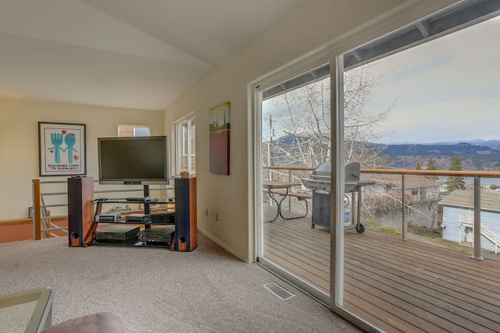 Kite Beach Lookout - Hot Tub, Amazing Views, Steps to Downtown,A/C, Pet Friendly