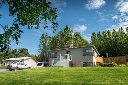 Guesthouse Hvítafell Basement Apartment - Laugar