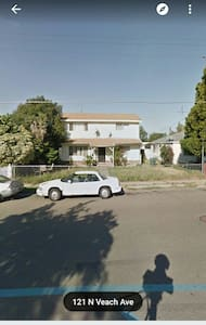 3 bedroom 2 bathroom duplex - Manteca