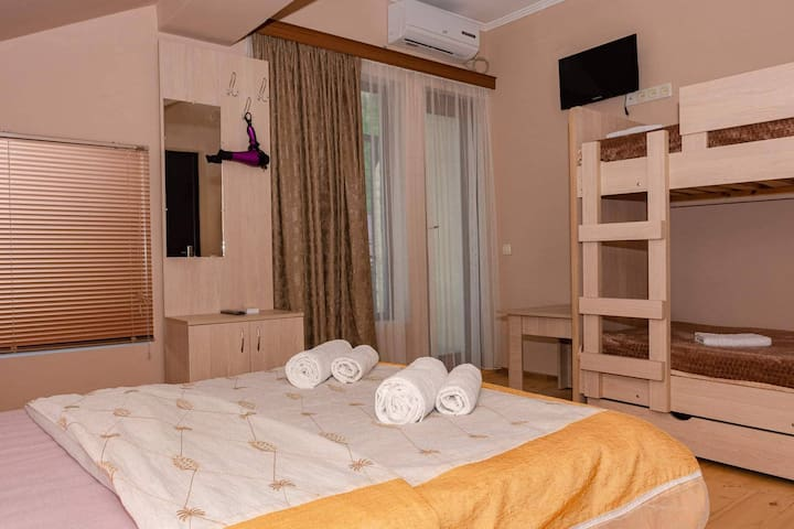 GuestHouse SHERA Room 3 For 4 Person