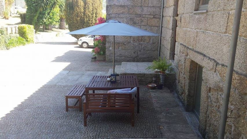 Outdoor area with table and barcecue