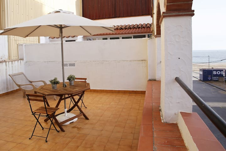 AT002 PLATJA: House for 5 people in second line of the beach of Baix a Mar