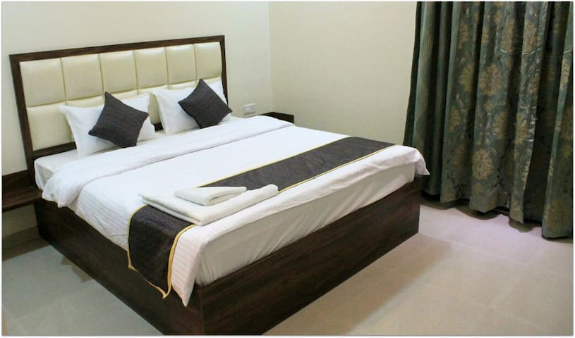 BED AND BUFFET BREAKFAST IN 1800/-