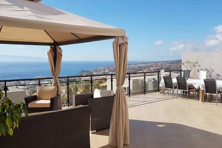 Fantastic Room in Costa Adeje Tenerife - San Eugenio alto  - Haus