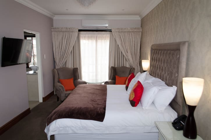 Bedroom Grace - Sandton - Bed & Breakfast