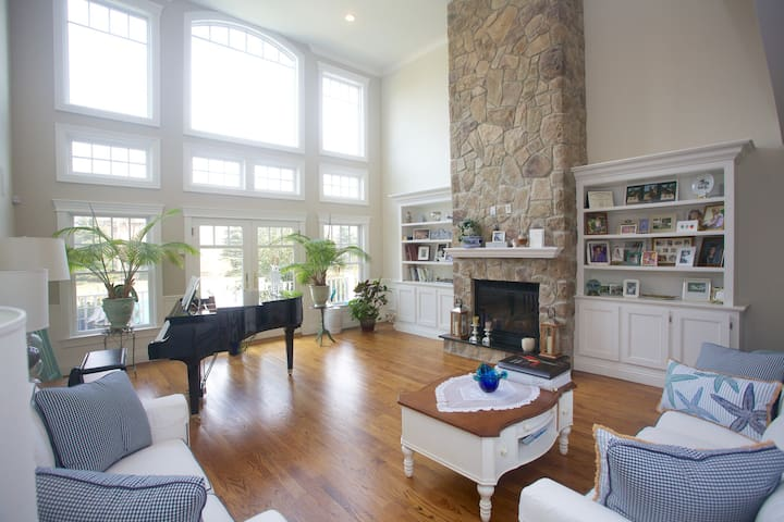 Light and spacious living room