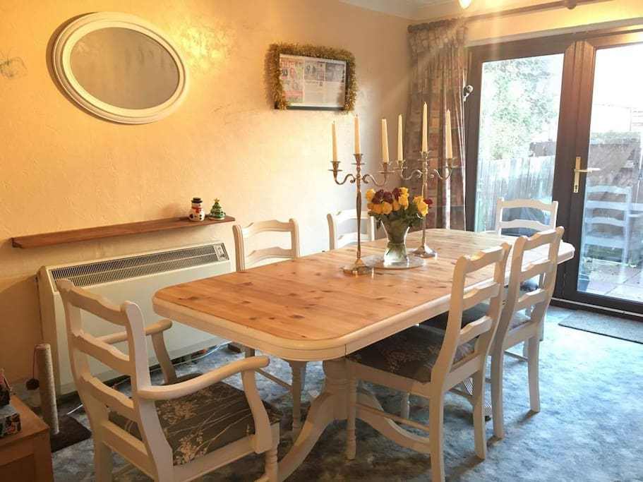 Huge Dining Table - breakfast will be served!