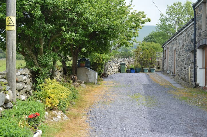 Beudy Mawr cottage & private Hot Tub | Snowdonia