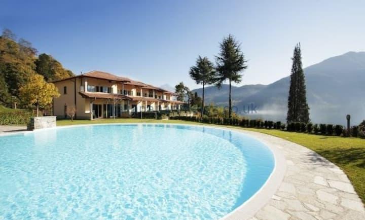 Tremezzo residence 8, sleeps 4 with swimming pool