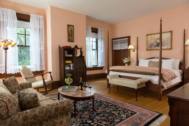 Ione's Suite #3 - The Mercersburg Inn