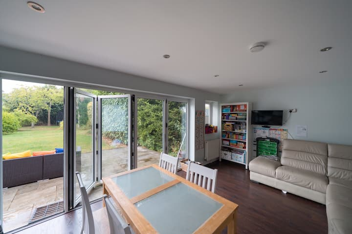 4 Bedroom Detached Property near the Sea