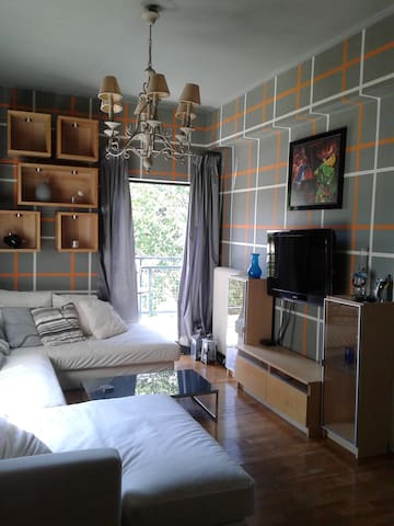 Comfy flat in Athens 1 min walk from train station