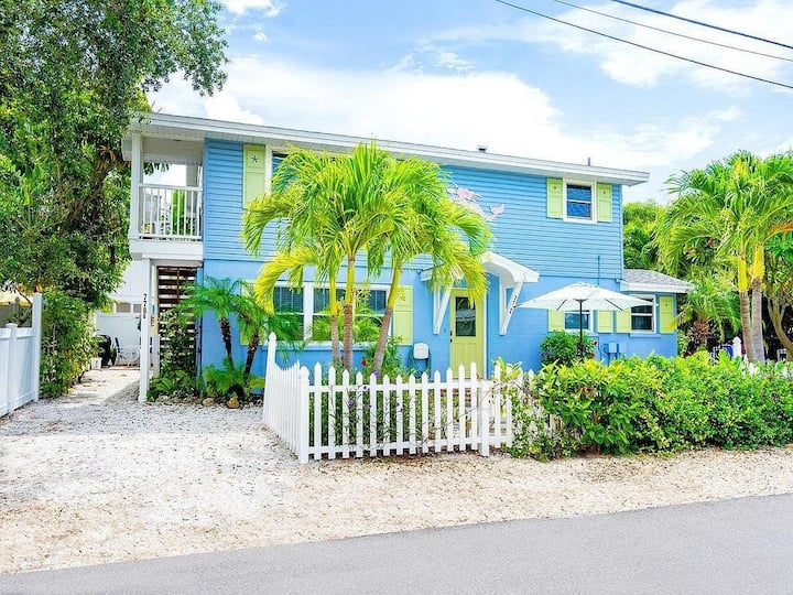 CHARMING HOUSE W/HEATED POOL,STEPS TO BEACH UNIT B