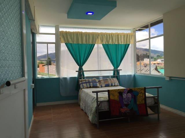 Habitación muy confortable a 20 minutos de Quito - Sangolquí - บ้าน