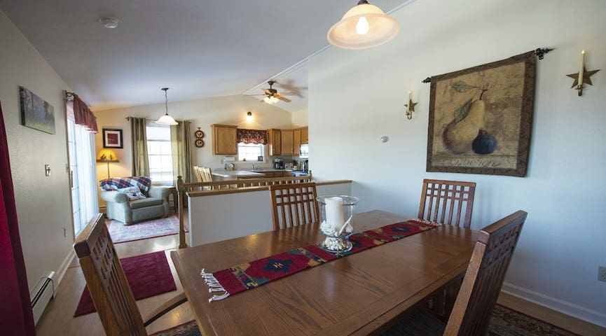 Charming Lakes Mountains & Music Gunstock Getaway - Gilford - Townhouse