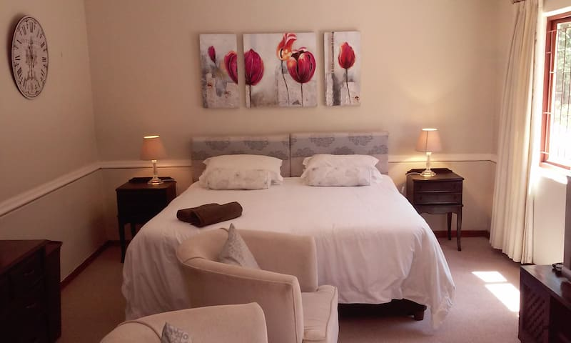 Spacious Luxury Fully Furnished Studio-Prime Area!