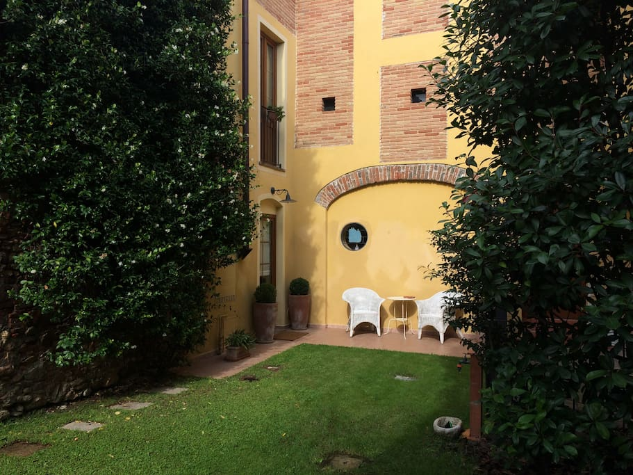 main entrance and private garden
