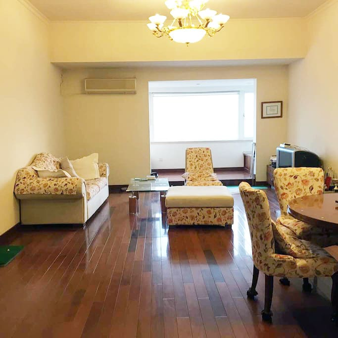 Living room viewed from the entrance.