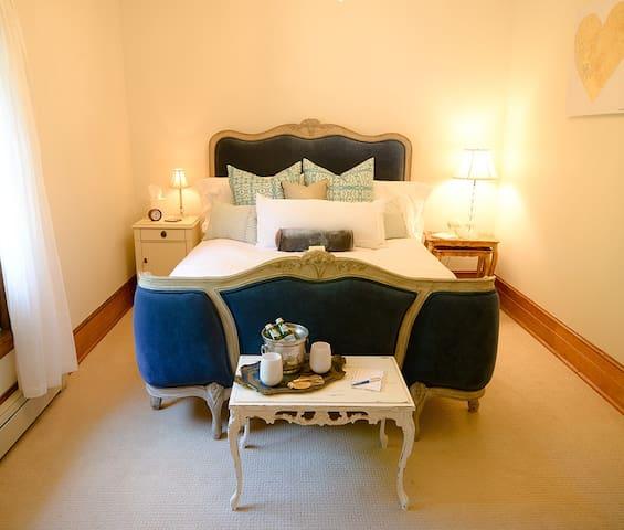 La Mer deluxe room at the Quinta Rosa Estate - Boutique Inn