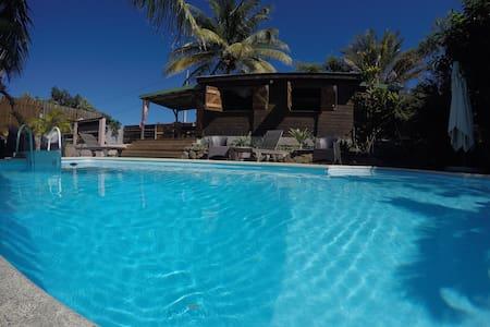 Bungalow bois avec piscine privée