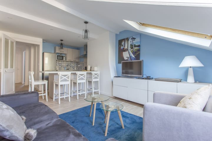 WARM & CONTEMPORARY FLAT IN THE HEART OF GRENOBLE FOR 4 PEOPLE & A BABY.
