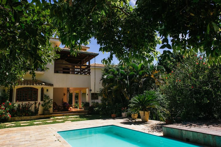 Casa ampla em meio a natureza
