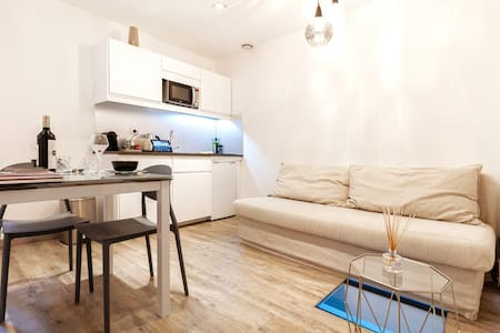 """Atypical Apartment """"Fullstars"""" with its room"""