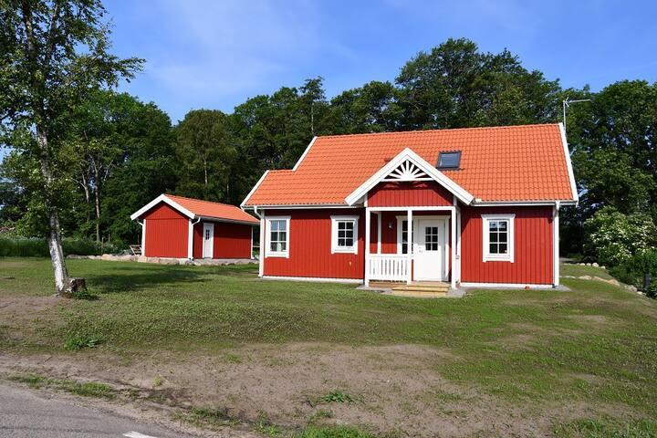 Lya Hill, Fritidshus i naturskönt läge i Båstad