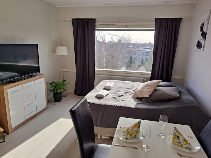 Top Floor apartment, with luxury king size bed!