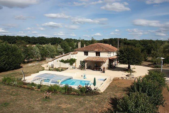 Serenity - 5 bedroom house + seasonal outdoor pool - Genouillé - บ้าน