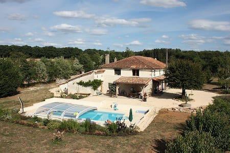 Serenity - 5 bedroom house + seasonal outdoor pool - Genouillé - 獨棟