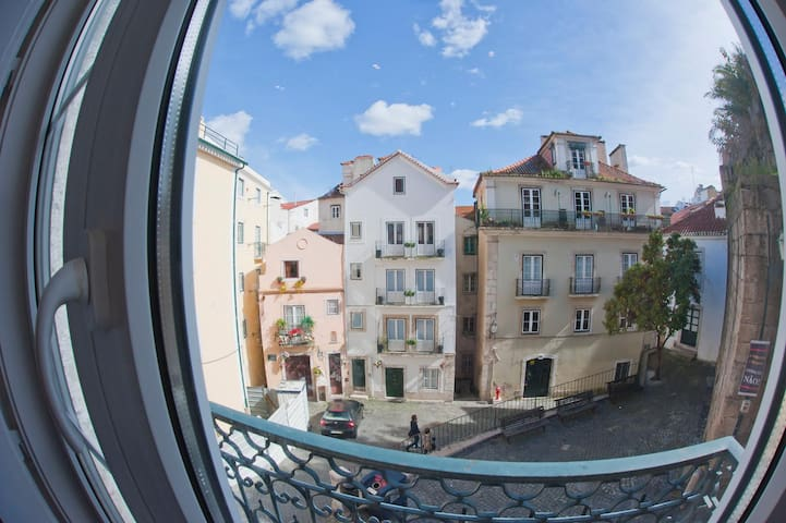 Cosy private patio/ bedroom in Alfama