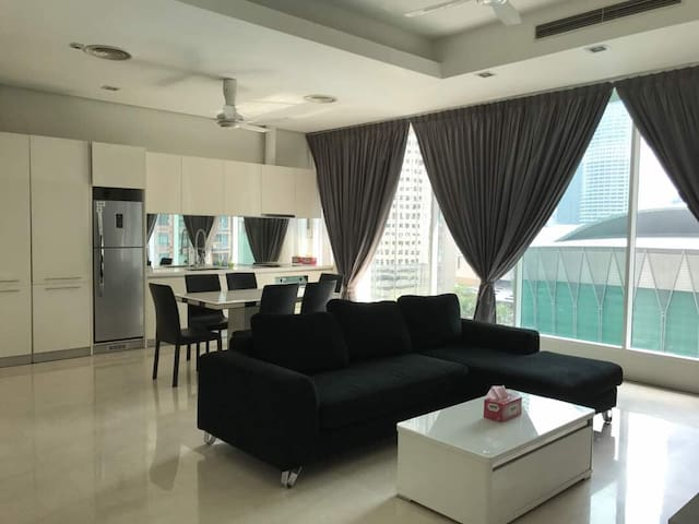 5 Guests Condo 200m to KLCC & Pavilion Mall (WIFI)