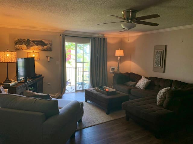 great condo only 2 miles to campus & 2.5 to square