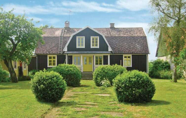 Holiday cottage with 3 bedrooms on 180m² in Degerhamn